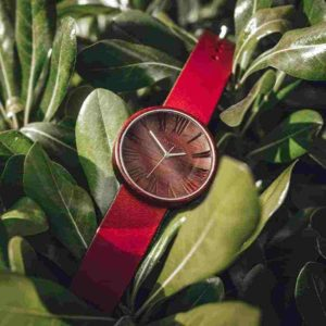 oviwatch-montre-bois-naturel-cuire-rouge-feuille
